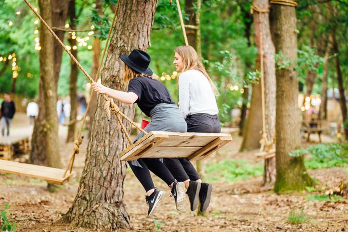 Even ontspannen op een van de schommels in de Secret Garden. Op Best Kept Secret draait het niet alleen om muziek, maar om het totaalplaatje.