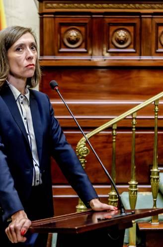 """Sara De Roo, de premier in 'Black-out': """"Alles wat ik mijn studenten afraad, zie ik mezelf doen op het scherm"""""""