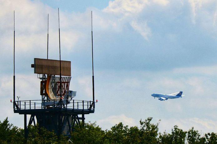 Maandag vloog er weer een Boeing van Lufthansa  laag over Enschede