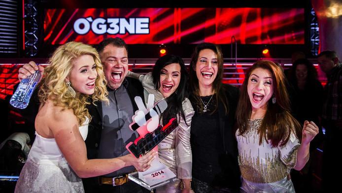 Het O'G3NE-gezin compleet. VLNR: Lisa, vader Rick, Shelley, moeder Isolde en Amy.