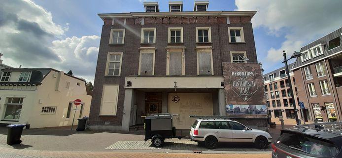 Het voormalige Latijns College aan de Markt 68 in Oudenbosch.