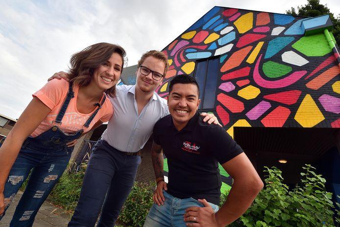 Drie jonge ondernemers huren in X EL aan Stationsplein. Van links naar rechts: Sakuraflor (kleding) Bram Adriaensen (reclame) en Mike Risher (sportschool).