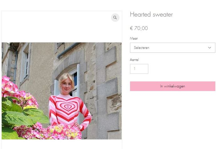 Maxime in haar hearted sweater.