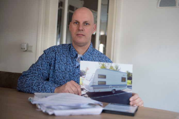 Bertil Rink is opgelicht door een caravanhandelaar, sleepte hem met succes voor rechter maar heeft nog steeds zijn geld niet terug.