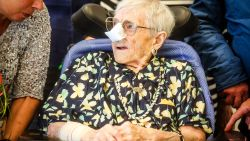 Oudste inwoner (110) van West-Vlaanderen overleden: zuster Genoveva (109) neemt fakkel over