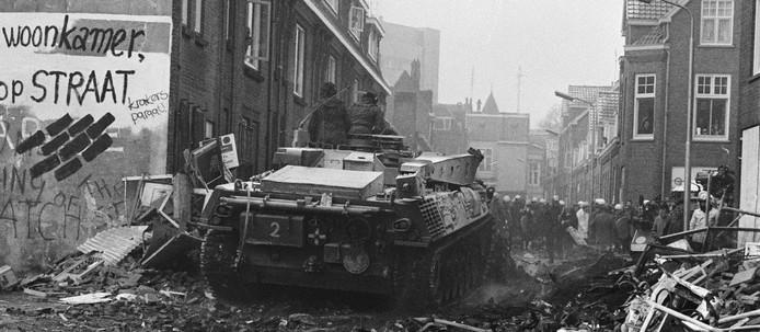 Tanks in de Piersonstraat in Nijmegen, te zien in de tentoonstelling over 'Opstand' in het Huis van de Nijmeegse Geschiedenis.