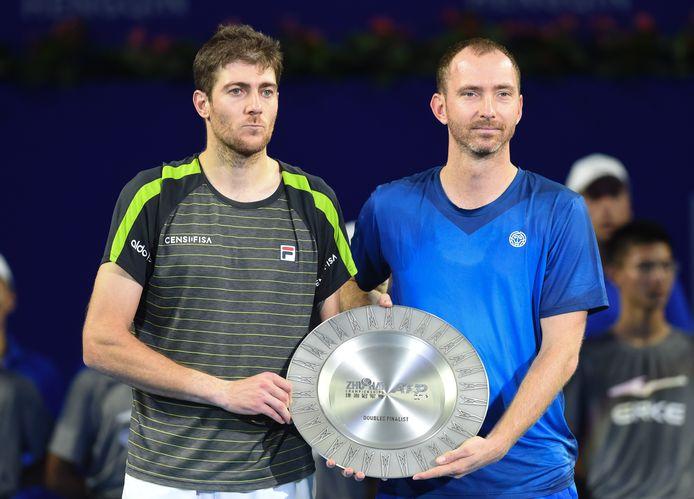 Matwé Middelkoop (r) en Marcelo Demoliner na de verloren finale in Zhuhai.