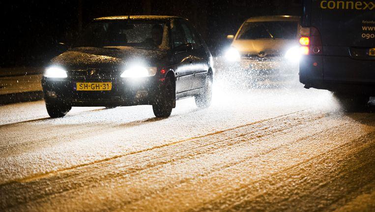 Hagel- en sneeuwbuien zorgden afgelopen donderdag in het hele land voor ongelukken en lange files. Beeld anp