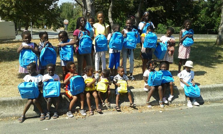 De vzw, gestuurd door vier vrijwilligers, spant zich specifiek in voor kinderen met Afrikaanse roots die naar Frankrijk zijn geïmmigreerd.