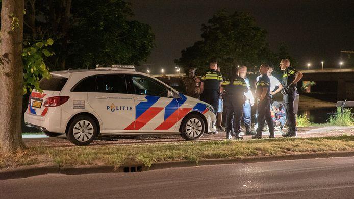 De politie moest gisteravond tot twee keer toe uitrukken wegens overlast langs de IJssel.
