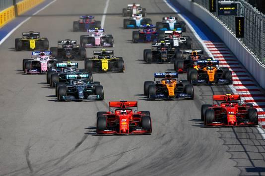Na de start lagen er nog twee Ferrari's op kop