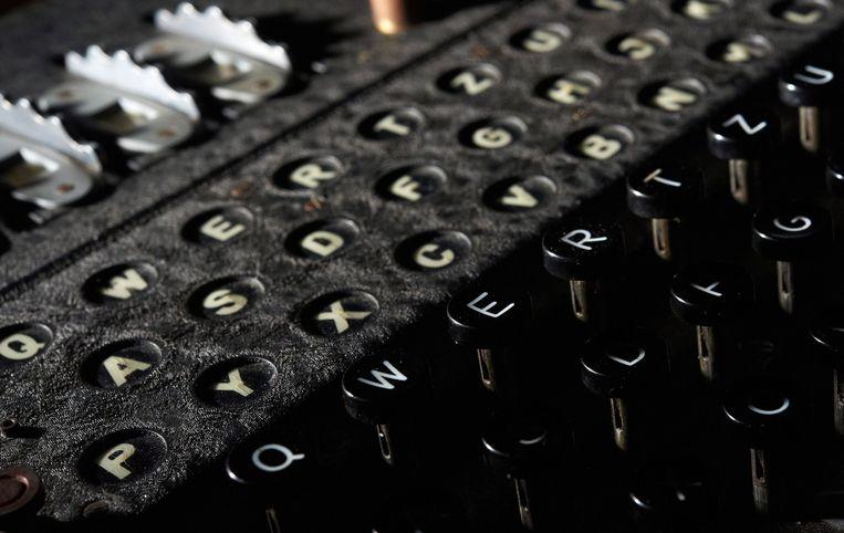 Detail van de zogenoemde Enigma-machine, tijdens de Tweede Wereldoorlog door de Duitsers gebruikt om gecodeerde berichten te verzenden. Turing hielp methodes te ontwikkelen om de berichten te decoderen. Beeld epa