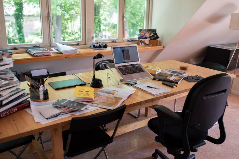 Thuiswerkplek in Spierdijk. 'Zie thuiswerken niet als een mogelijkheid om te bezuinigen op kantoorruimte', zegt Wim Pullen van de TU Delft.  Beeld Sabine van Wechem