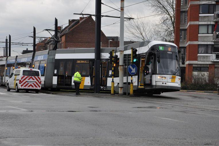 Een ontspoorde tram 4 aan het Neuseplein.