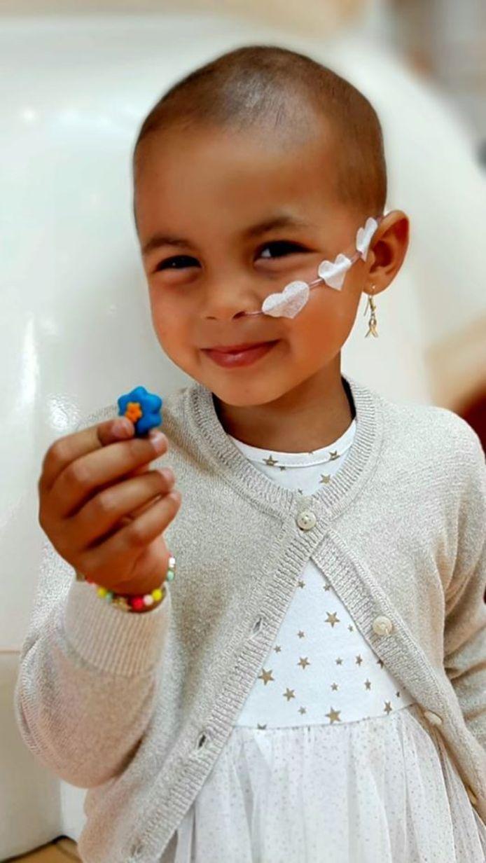 Eva Pattiwael (3) uit Assen kreeg vandaag te horen dat ze genezen is van kanker.