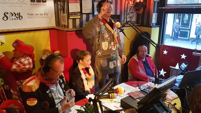 De Top 11 x 11 wordt vanuit stadscafé De Basiliek uitgezonden op HTR Radio