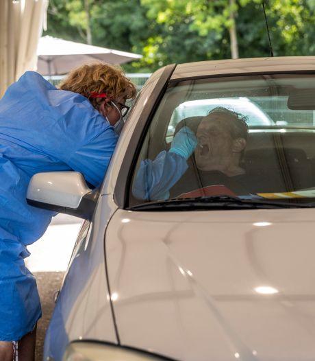 Tegenstanders coronabeleid vallen wachtenden lastig bij GGD-teststraat Eindhoven