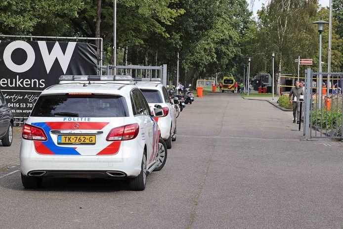 Politie bij de Waalwijkse voetbalclub W.S.C.