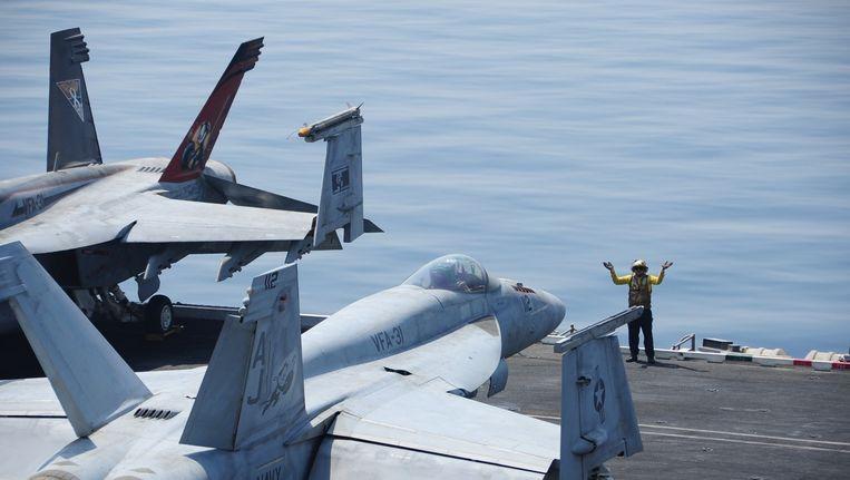 Op het dek van vliegdekschip USS George H.W. Bush in de Golf. Beeld belga