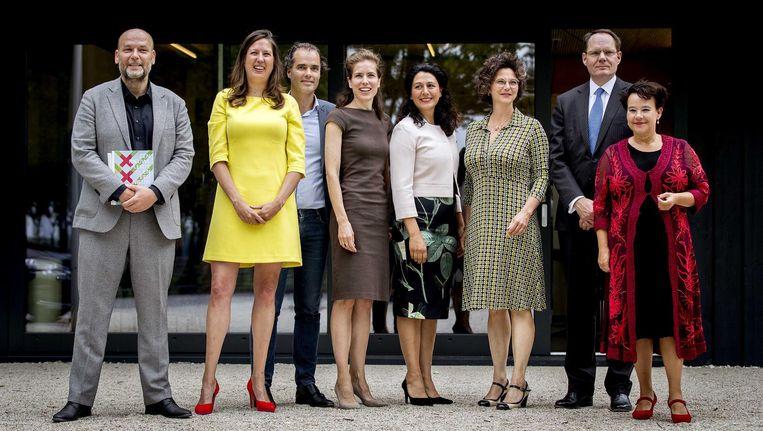 De nieuwe collegeleden: veel vrouwen, maar niet echt 'een afspiegeling van de Amsterdamse diversiteit'. Beeld Koen van Weel/ANP