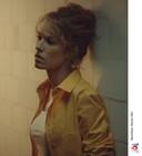 Actrice Elodie Fontan speelt de rol van Anna, een financieel directeur die in de gevangenis belandt.