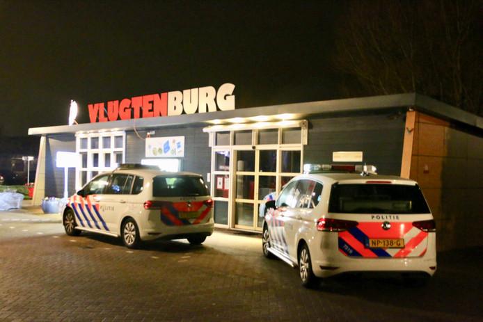 Bij een steekincident op vakantiepark Vlugtenburg aan Het Louwtje in 's-Gravenzande zijn gisteravond twee mensen gewond geraakt.