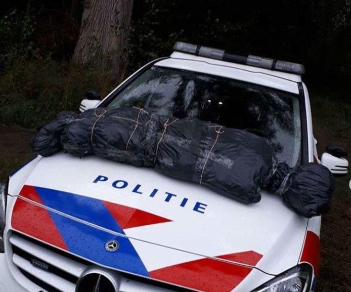 Een wandelaar vond 'iets' in vuilniszakken in Nuenen