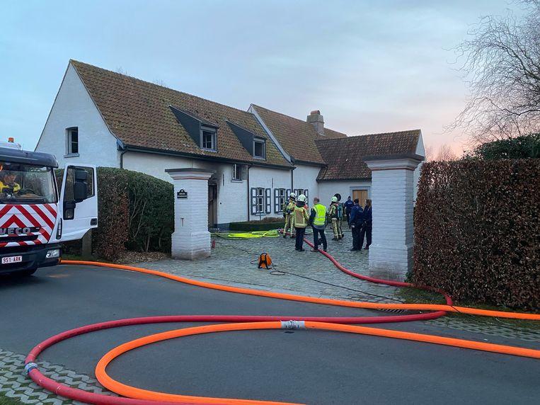 Toen de brandweer aankwam, woedde de brand al hevig in de garage.