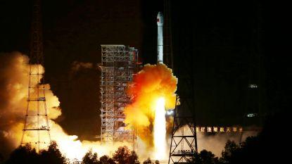 China lanceert satelliet om onbekende 'donkere' kant van de maan te bestuderen