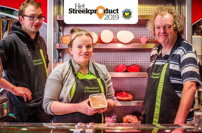 Roeland, Griet en Willem Dewicke stellen hun ambachtelijke vleeswaren voor.