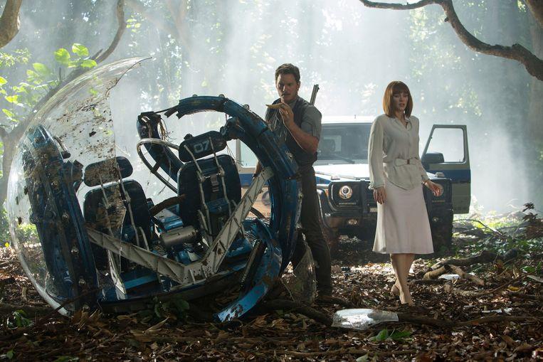 Chris Pratt (links) en Bryce Dallas Howard in Jurassic World. Beeld ap