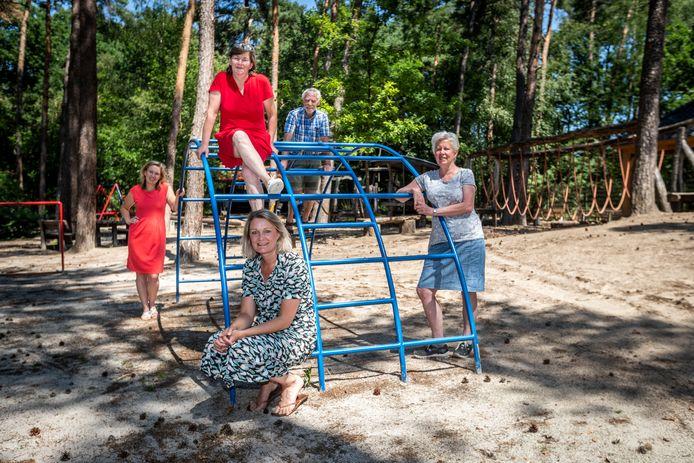 Vrijwilligers van de Klimbim (v.l.n.r.): Lindsy Veugen, Ydwine Knibbeler, Anja Beckers, Jan van Tongeren, Ursula Kleintjens