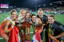 Matla (derde van links) na het winnen van het EK in Nederland, vorig jaar.