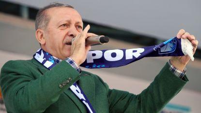 Erdogan roept Turken op al hun euro's en dollars in lira om te zetten