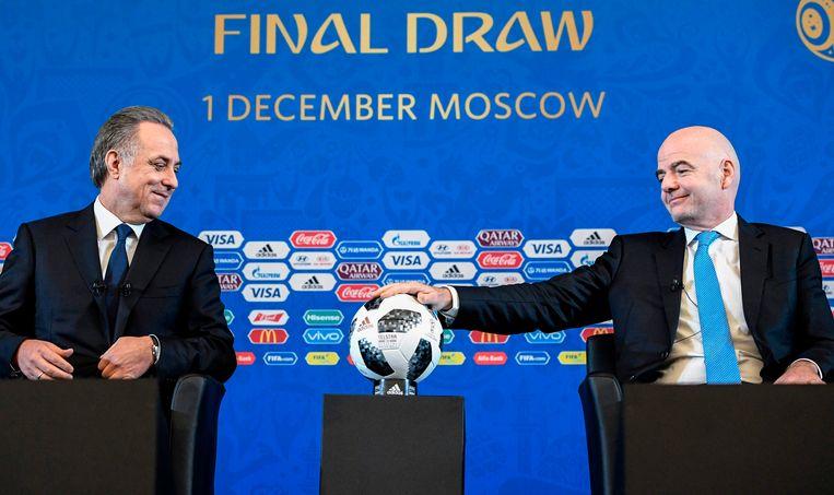 FIFA-voorzitter Gianni Infantino (rechts) met de Russische vicepremier Vitali Mutko.
