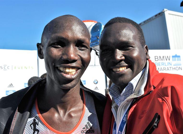 Wilson Kipsang (links) met voormalig wereldrecordhouder Paul Tergat vlak na de finish in Berlijn in 2013. Beeld DPA