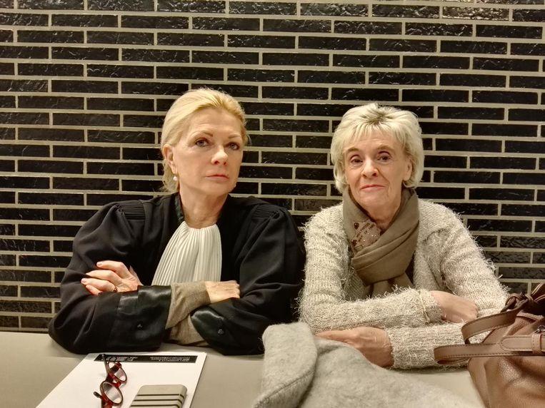 Liliane Pruym (rechts), de moeder van Steve Huypens met haar advocate Liliane Verjauw.
