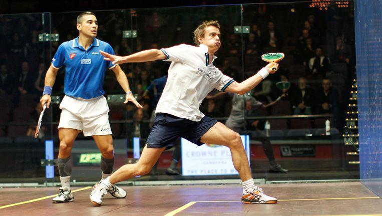 Laurens Jan Anjema (rechts) in actie tijdens de Australian Open tegen de Franse wereldtopper Thierry Lincou. Beeld afp