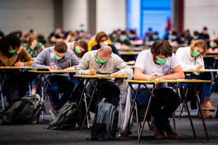 Focus op het examen in Flanders Expo, niet op de koude.