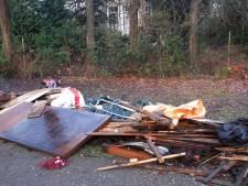 Berg afval bij Floralia Park: 'Alsof iemand zijn schuurtje compleet met inhoud hier heeft gedumpt'