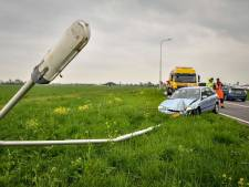 Auto ramt lantaarnpaal op afrit N11