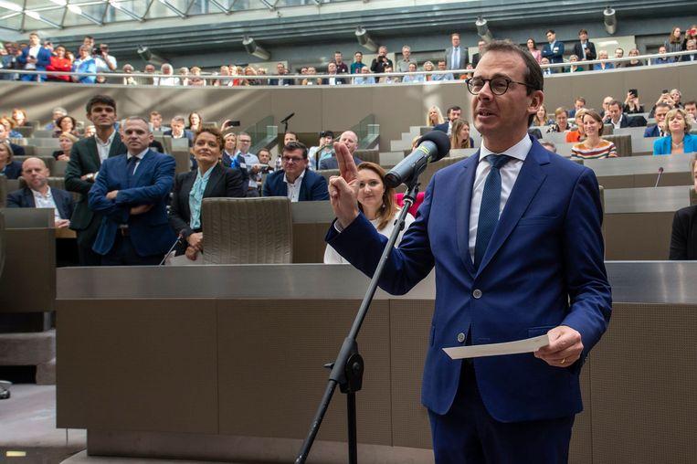 Cindy Franssen en Griet Smaers zullen partijvoorzitter Wouter Beke opvolgen als interim-voorzitters van CD&V, die minister van Welzijn is geworden in de Vlaamse regering.