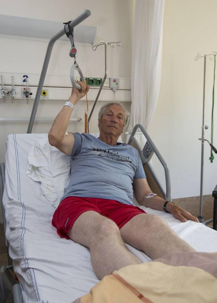 Ko Dommisse ligt in het ziekenhuis met een gecompliceerde breuk net boven zijn linkerheup.