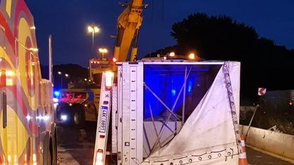 Lichte truck gekanteld aan werkzaamheden E40