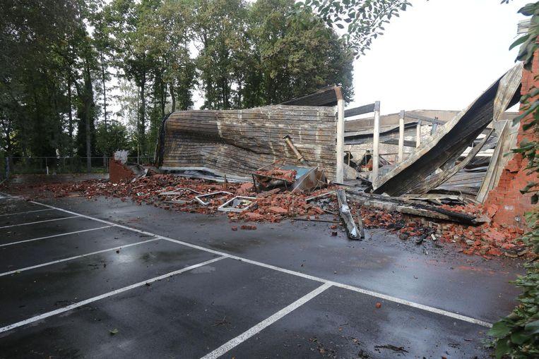 Bijna alle muren en daken van het pand zijn ingestort.