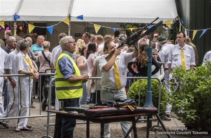 Koningschieten schuttersfeest Oldenzaal, aan schot Jami Wassing.