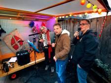 Cliënten Lingebolder in Leerdam bouwen coronaproof Sinterklaasfeest met unieke muziekkar