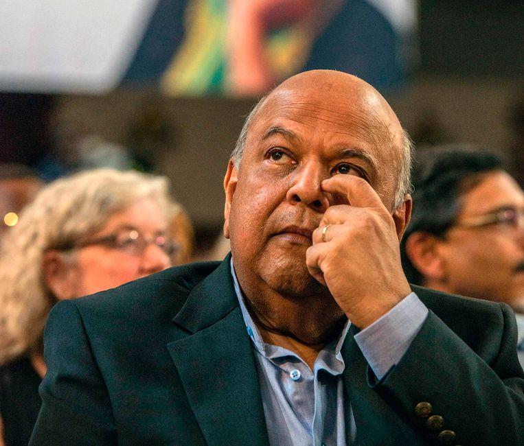 De Zuid-Afrikaanse minister van Financiën Pravin Gordhan werd door president Zuma ontslagen.