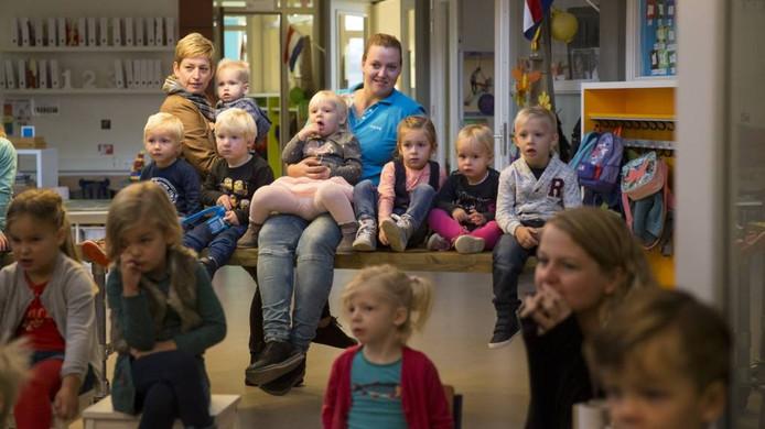 Aandacht voor de sprookjesvoorstelling op de Martinusschool. Foto: Bart Harmsen
