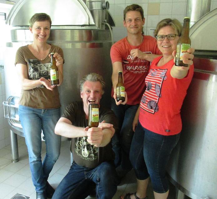 Het '3 weizen uut oost'n'-bier is is gebrouwd met drie soorten mout/graan en drie soorten hop